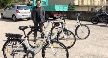 L'assessore Prezioso con le tre bici costate circa 3.700 euro